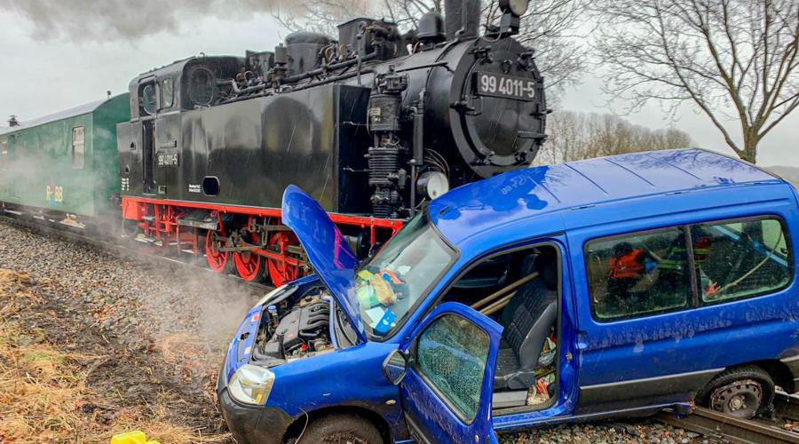 46-latka wjechała pod pociąg